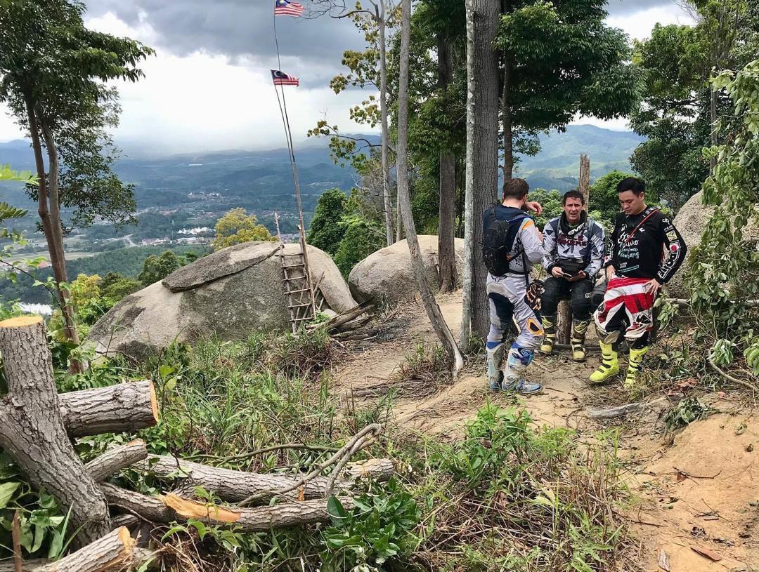 Arianna Falls Trail